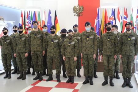 Bajkowe pożegnanie klasy trzeciej ZSM-T w Ostrowie